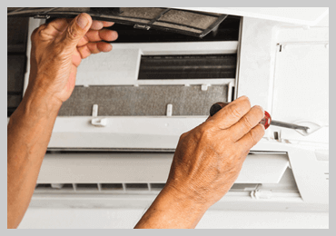 Electrician | Gold Coast | Sparkies Electrical | Electrician installing aircon